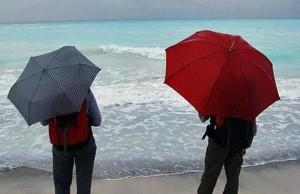 mare con pioggia