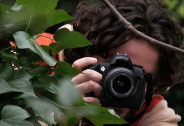 Fotografa minorenni, rischia linciaggio
