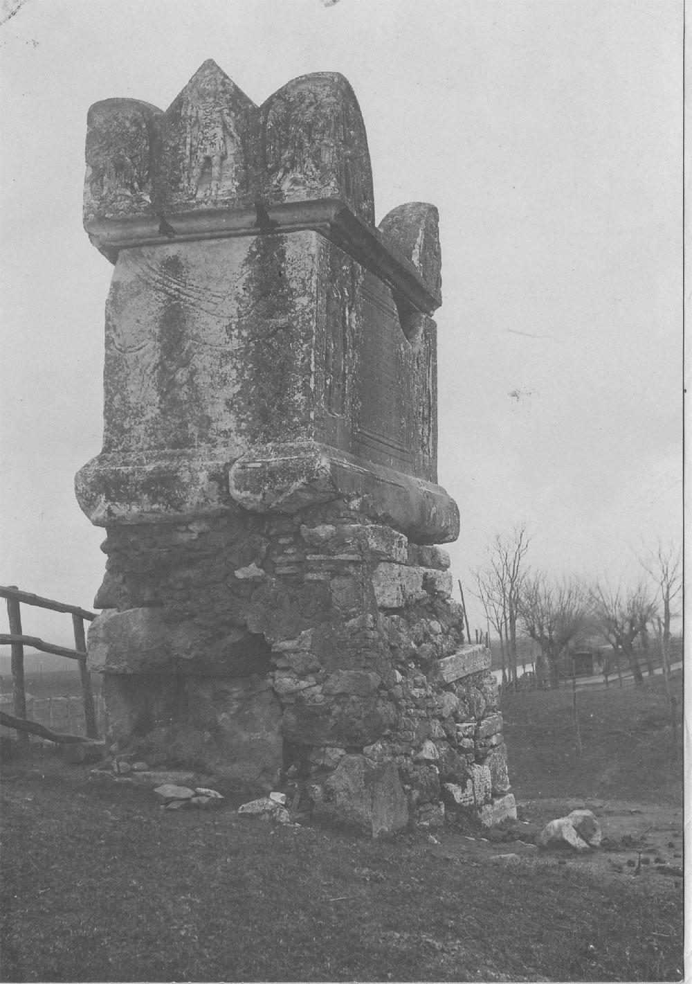 Tomba di Vibio Mariano. Foto primi del 900