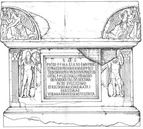 Sarcofago di Vibio Mariano. Rilievo della fronte con iscrizione.
