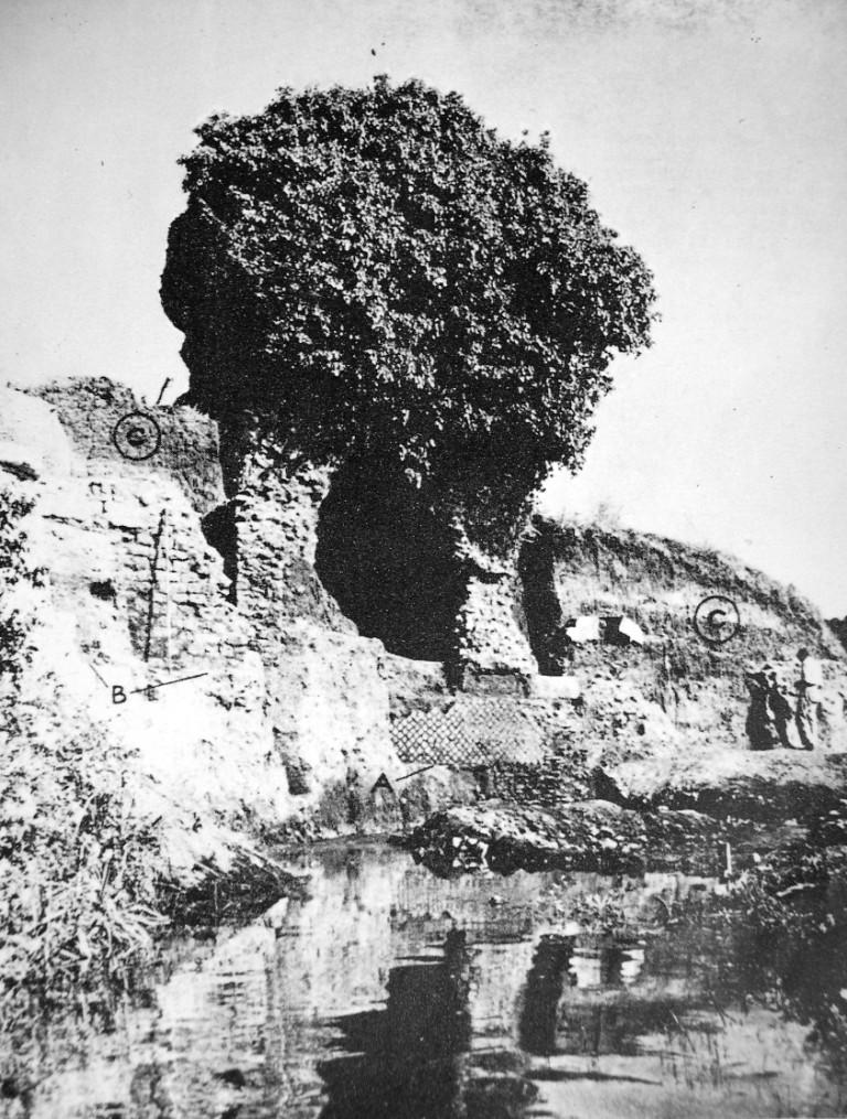 Ruderi di strutture fosso della crescenza foto Perkins 1962