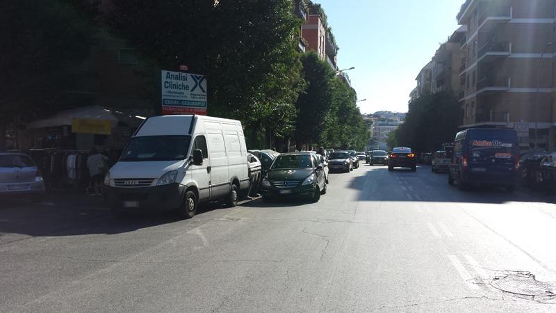Furgone Bianco Piazza Vigna Stelluti