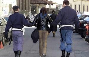 polizia arresto donna pitbull