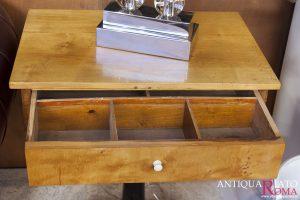 Tavolino in betulla di epoca Biedermeier