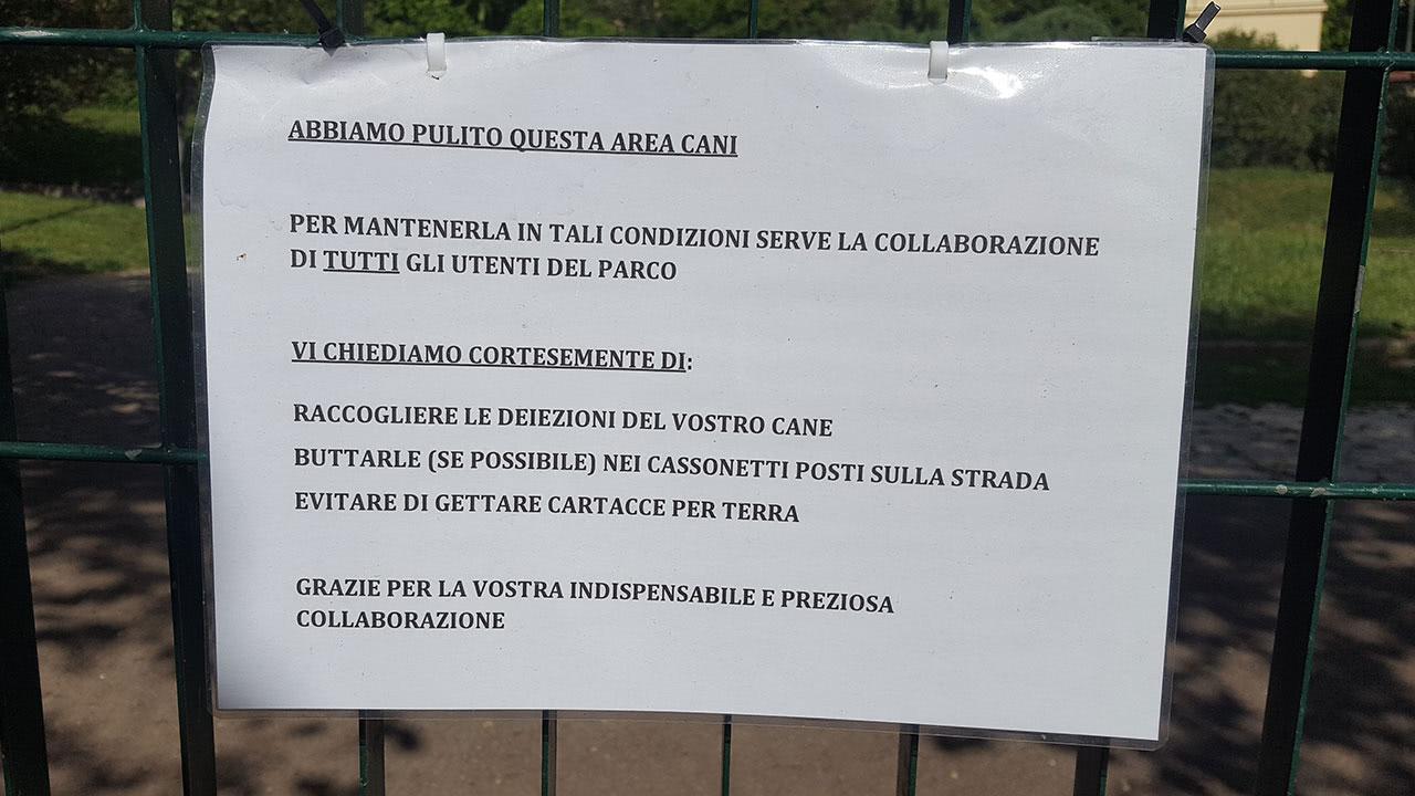 Il cartello all'ingresso del Parco Tassoni a Via della Farnesina