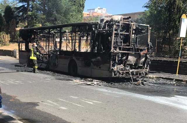 bus-in-fiamme1