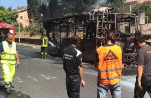 bus-in-fiamme2