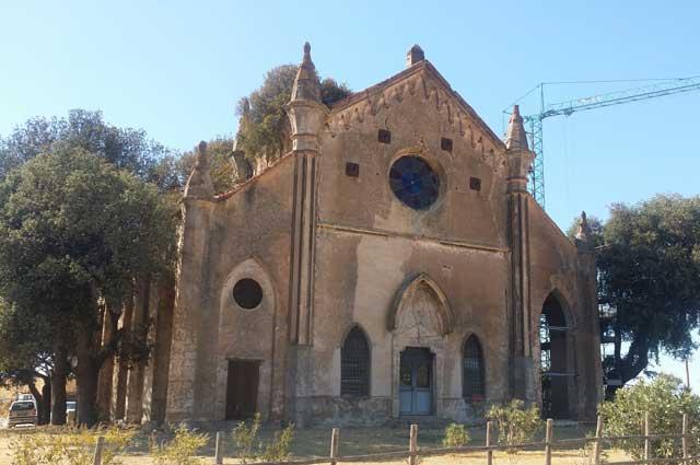allumiere-tenuta-Farnesiana-Chiesa-gotica