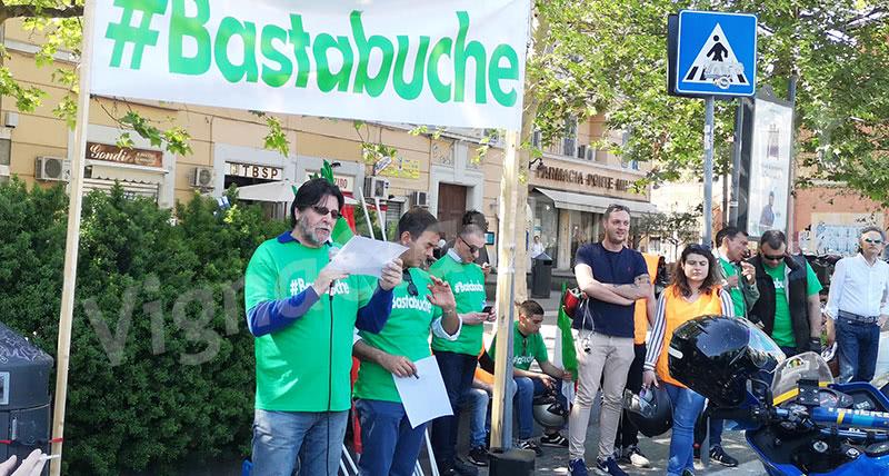 Manifestazione #bastabuche a Ponte Milvio