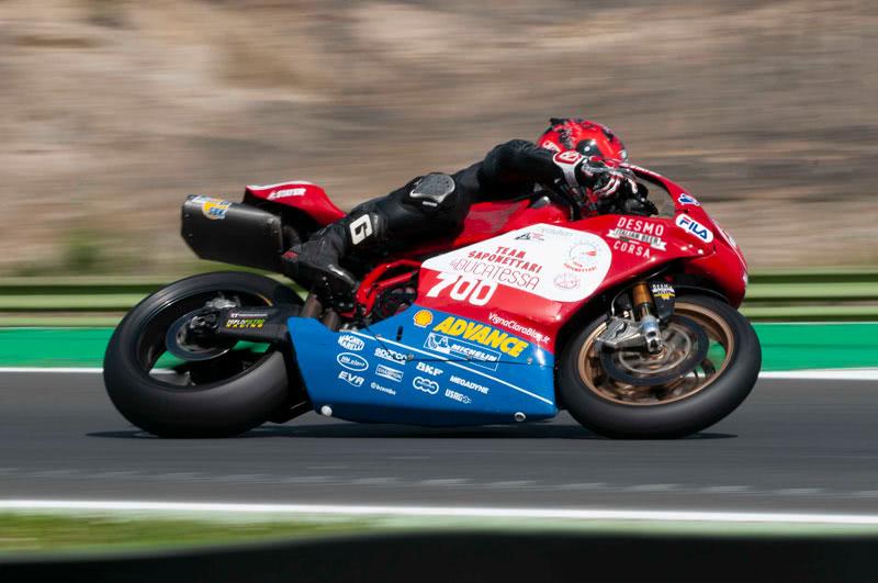 Team Saponettari Fabio Bernardi su Ducati 999