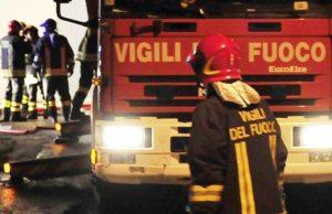 vigili-del-fuoco-incendio-notte