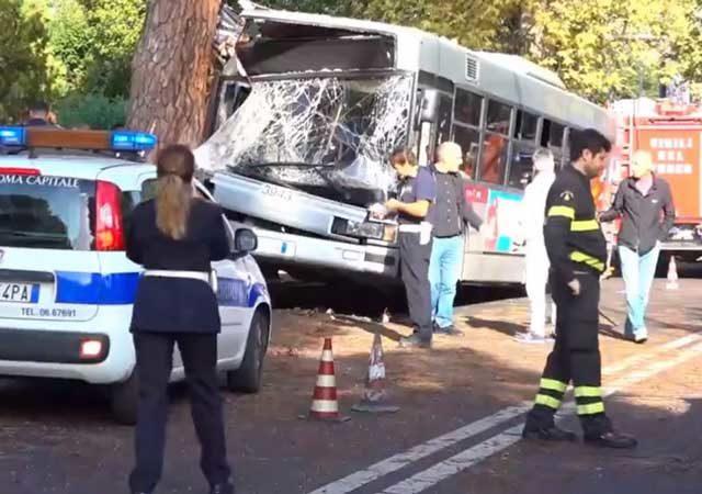 bus-contro-albero-cassia