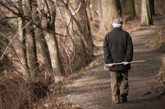 ettore uomo-anziano-solo