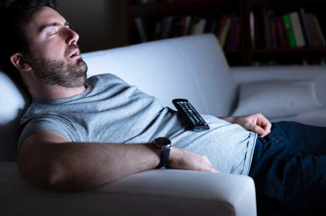 addormentato-davanti-tv